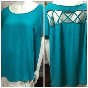 🌻 SALE! 3/$20 Torrid turquoise blue size 2 top